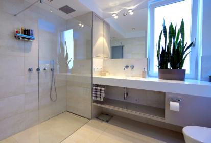 ... Badezimmer, Begehbare Dusche, Regendusche, Deckeneinbau, Waschtisch ...