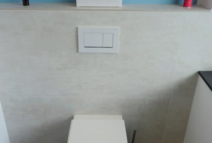 ... Handtuchhalterheitzung; Kleines Bad, WC Sitz Mit Absenkautomatik,  SandfarbeneFliesen