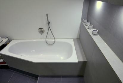Badewanne Schräg.Galerie Schoenesbad Koeln